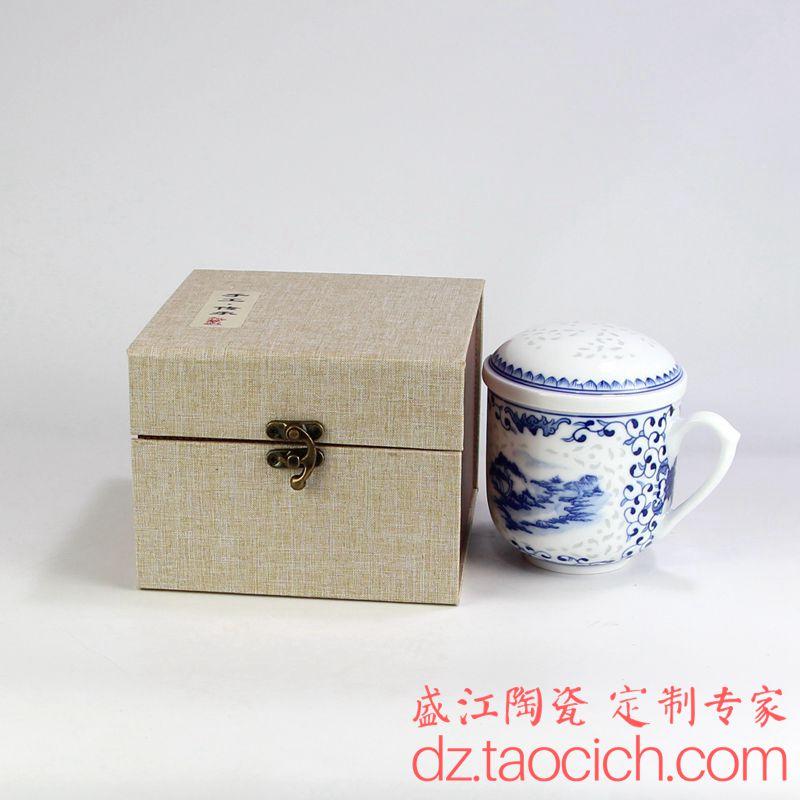 盛江陶瓷为客户定制的陶瓷礼品杯,三件套镂空玲珑手绘青花办公茶杯水杯