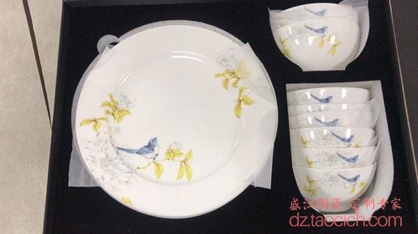 上图:盛江陶瓷为上海顾客定制的16头花鸟秋锦图案餐具 盘子图片 购买请点击图片