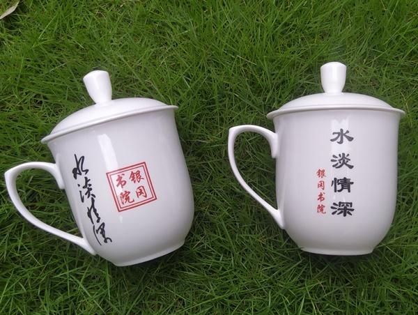 盛江陶瓷为顾客定制大号850ml老板杯,印有logo水淡情深,最终设计样品
