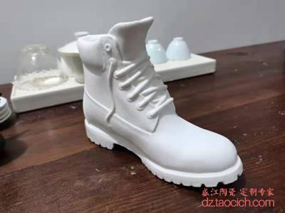 陶瓷雕刻亚光白磨砂釉鞋子-专利产品,请勿模仿